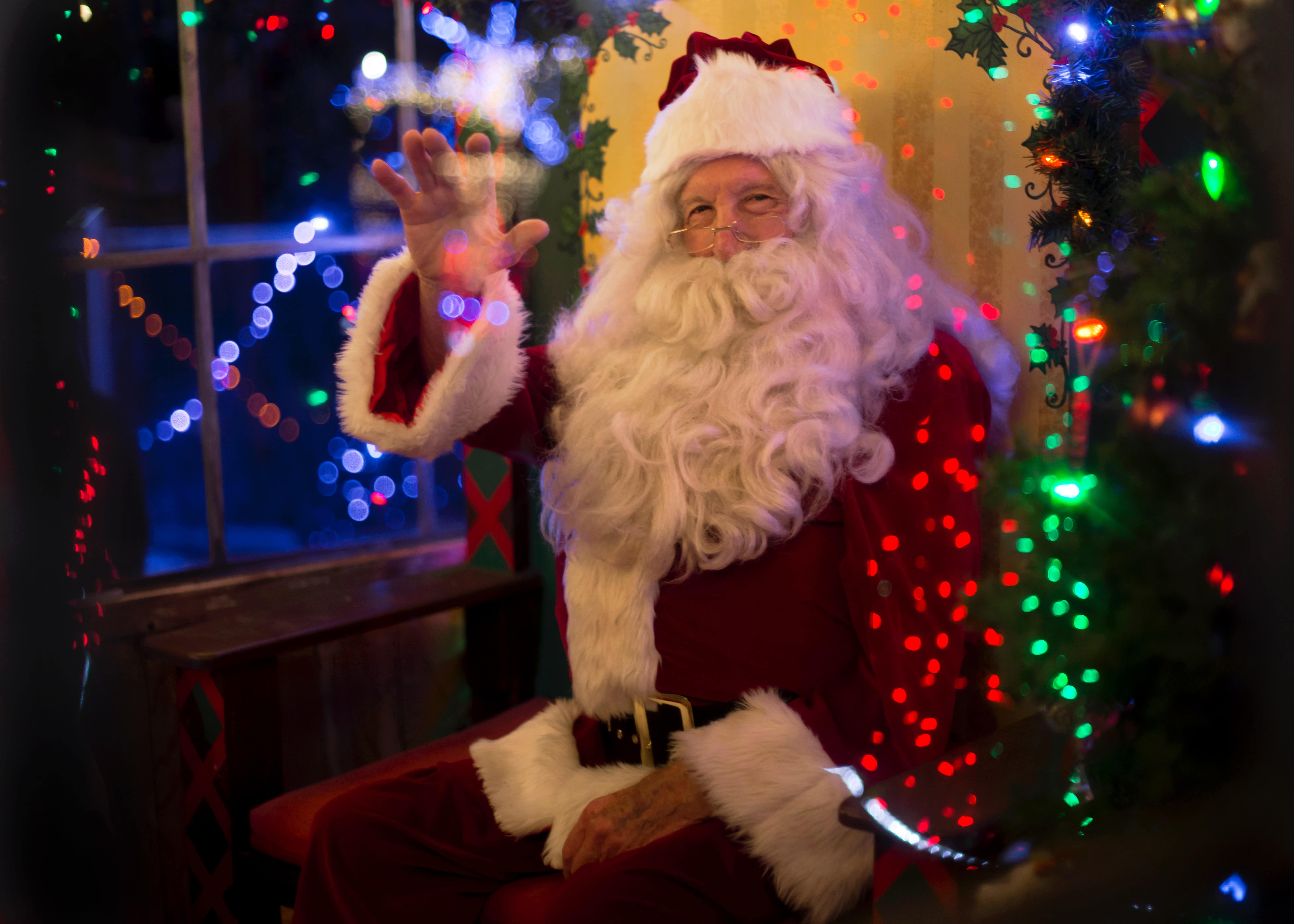 Santa at the Oaks Mall